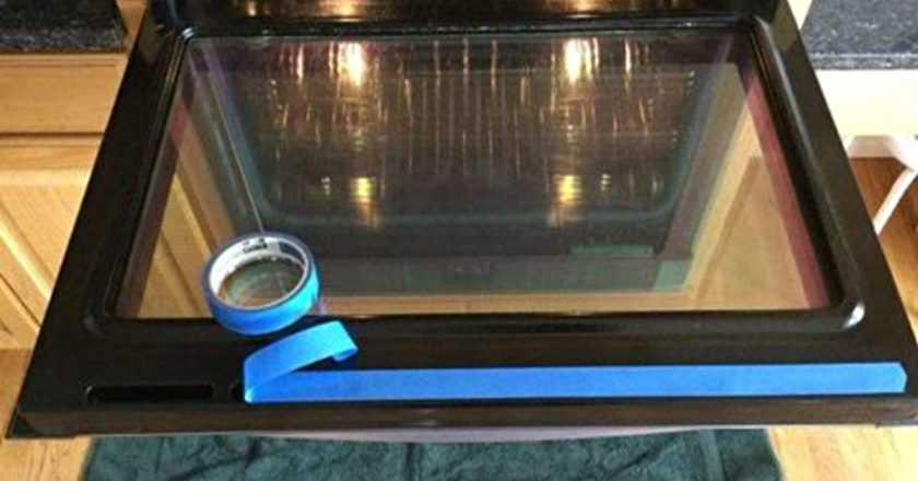 Как очистить стекло духовки: без труда