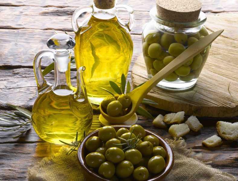 Оливковое масло (Olive Oil): полезные свойства и противопоказания