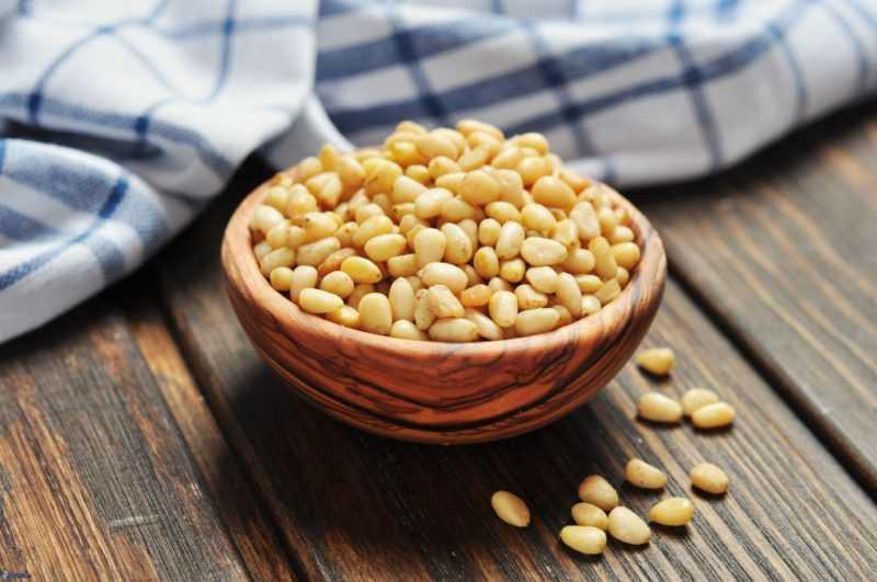 Чем полезны кедровые орехи: лечебные свойства и противопоказания