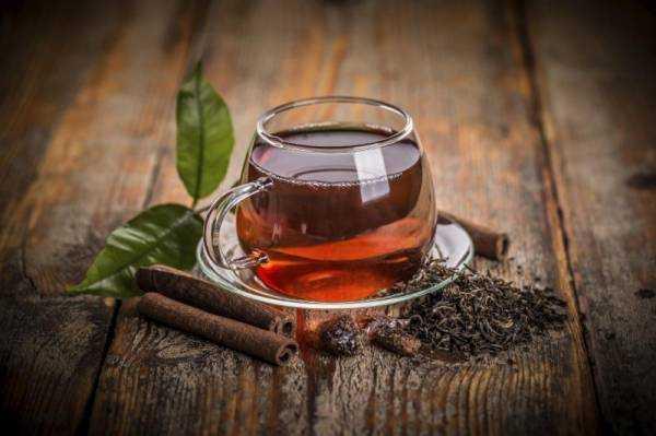 Чёрный чай: польза и вред, повышает или понижает давление?