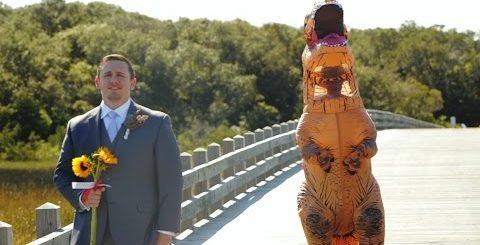 Когда жених повернулся, чтобы увидеть свою невесту, то обомлел от ее наряда!