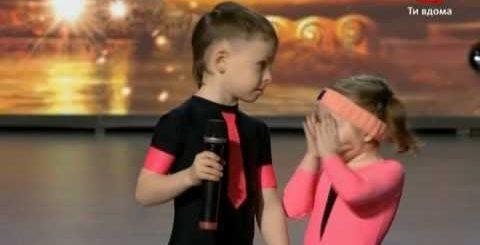 Этим солнышкам в сумме 10 лет на двоих, но они влюбили в себя зрительский зал и стали звездочками в Сети!