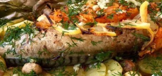 Тушеная скумбрия с пикантным чесночным соусом: выглядит потрясающе, а вкус — просто обалденный