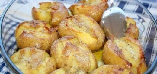 Очень вкусный и ароматный картофель, запеченный по-португальски! Чеснок и розмарин дают неповторимый аромат!