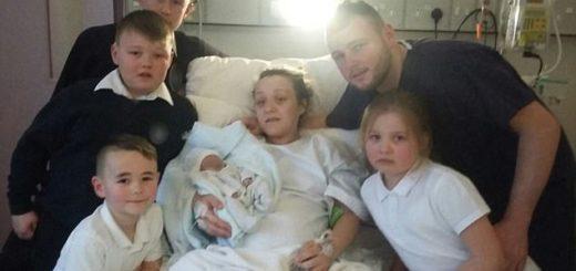 Эта семья оставила себе мертворожденного ребенка еще на 6 дней после рождения