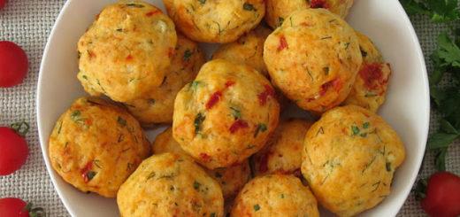 Закусочные творожные булочки с вялеными томатами и зеленью
