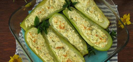 Запеченные кабачки фаршированные сыром (Fırında Peynirli Kabak Sandal)