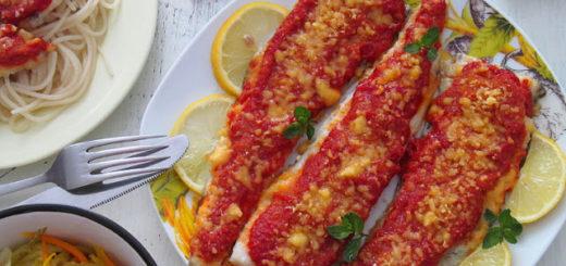 Рыба запеченная под соусом из красного перца