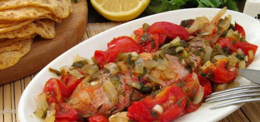 Барабулька запеченная с томатами по-гречески