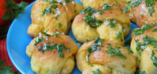 """Тыквенные закусочные булочки """"Узелки"""" (Pumpkin Garlic Knots)"""