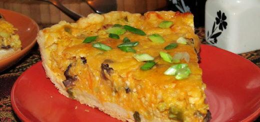 Закусочный пирог с тыквой, творогом и черносливом
