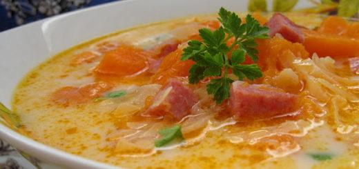 Суп с тыквой, рисом и копчеными колбасками