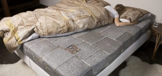 Компания Ford создала кровать для тех, кто постоянно лезет на чужую половинку
