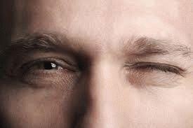 Примета: дергается правый или левый глаз
