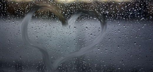 К чему снится дождь за окном по толкованиям сонников