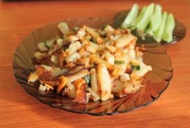 Жареная молодая картошечка с лисичками: пошаговый рецепт с фото