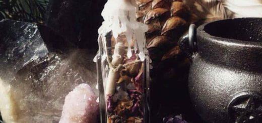 Талисман на удачу своими руками - ведьмина бутылка, кукла и булавка