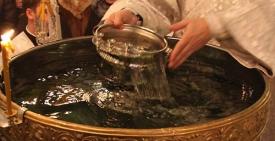 Крещенская вода - когда набирать, как хранить и как использовать