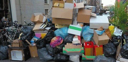 Примета: почему нельзя выносить мусор вечером