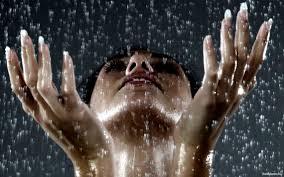 К чему снится дождь во сне для женщины по сонникам Фрейда, Миллера, Ванги, Лонго