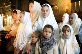 Почему женщинам надо покрывать голову в церкви