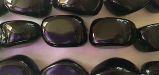 Камень черный оникс: лечебные и магические свойства
