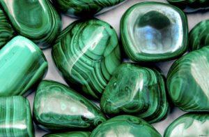 Камень малахит: кому подходит камень и какие свойства в нем скрыты