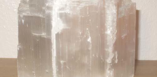 Камень селенит - что обозначает и каким знакам зодиака подходит