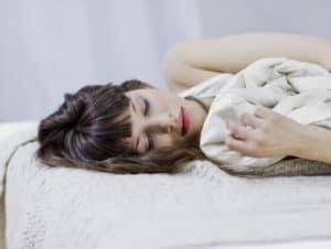 Как спать по фен шуй и почему - к окну или двери головой