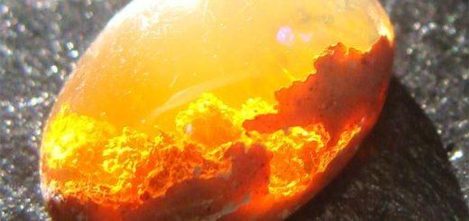 Огненный опал: магические свойства и история происхождения