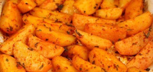 Картофель в духовке по-гречески: Так вкусно, что не нужны ни мясо, ни салат